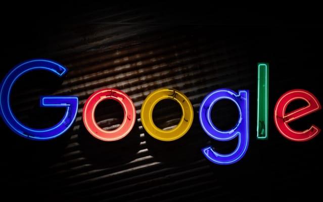 Google logo med mørk bakgrunn