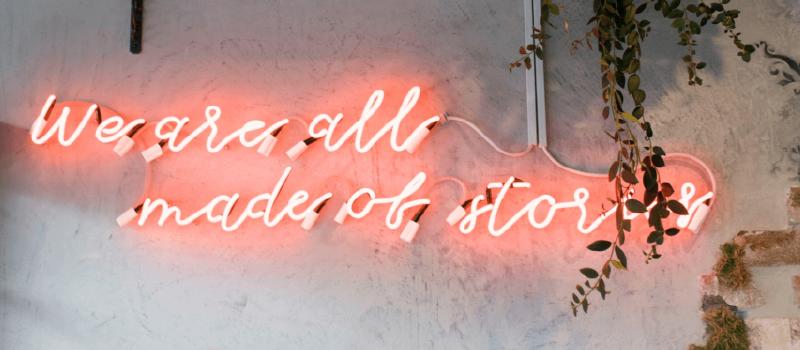 """Neonskilt med teksten """"We are all made of stories"""""""