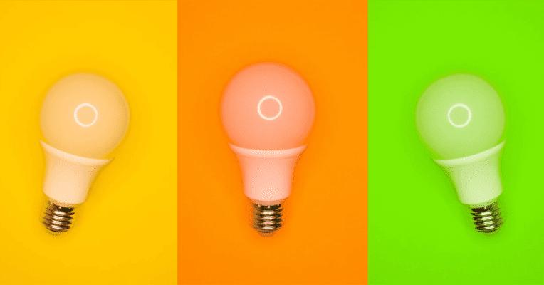 Lysoærer med fargerik bakgrunn, illustrasjon av blogginnlegget Markedsføring fra A til Å