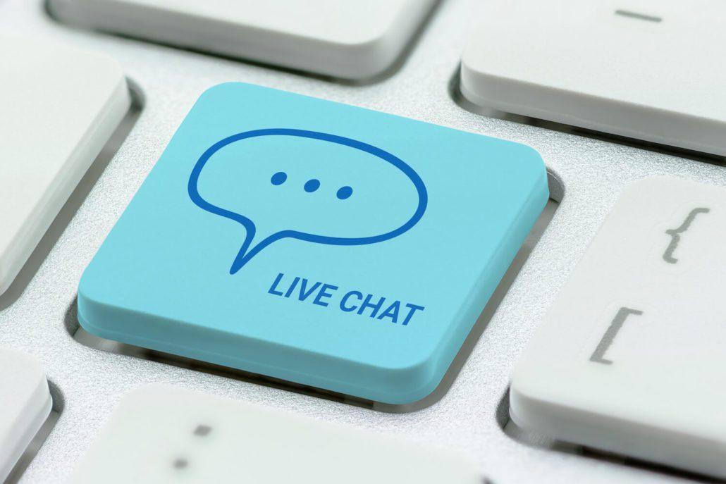 Tastaturknapp med live chat som illustrerer marketing automation
