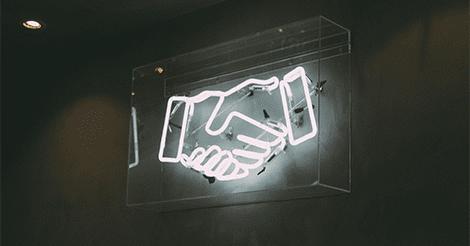 Illustrasjon av hender som hilser på et neon skilt